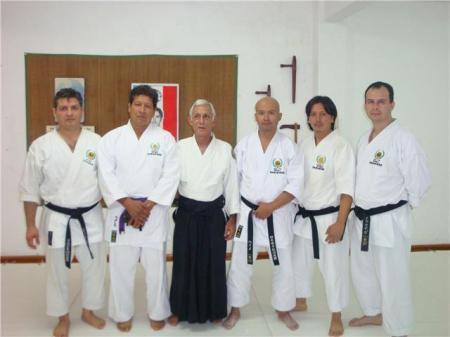 Miembros del Dojo Ryokan con el sensei Dr. Roberto Magallanes